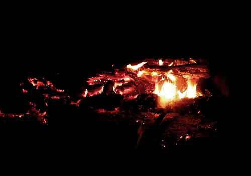 キャンプファイヤー燃えカス