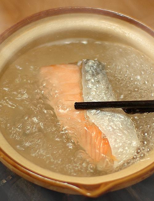 塩鮭を煮て喰らうの図