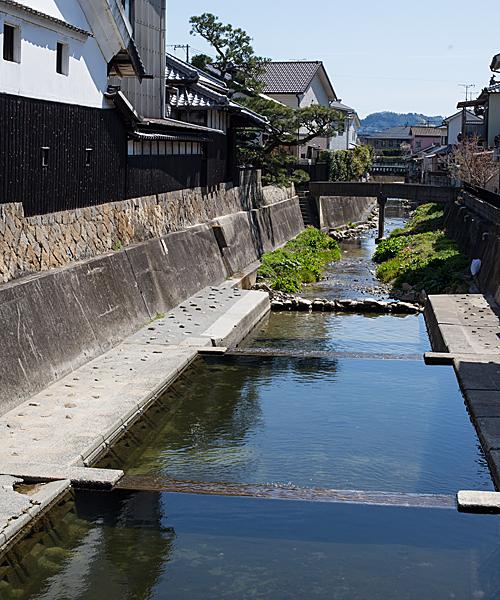 仁方本町の川