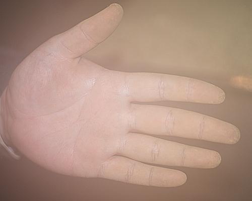 麹のついた手
