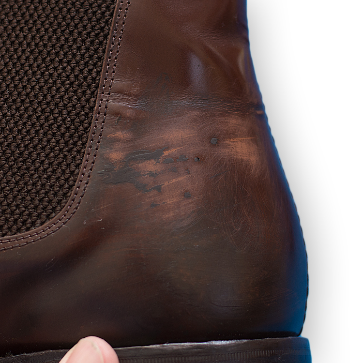 色が落ちてしまった革靴