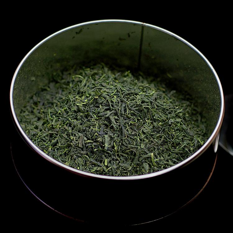江東堂の生地缶に茶葉
